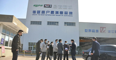 Bao Chaoyang, deputy secretary of the county Party committee and acting county chief, and his party visited Zhejiang yiduan to guide the enterprises resumption of work and epidemic prevention and control
